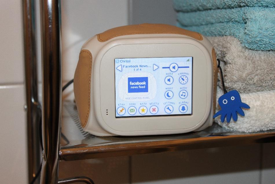 Awesome Das Chumby Classic Ist Ein Internetradio Welches Zum Beispiel Im Badezimmer  Aufgestellt Werden Kann. Man Braucht Lediglich Eine Steckdose Oder Eine 9V  ...